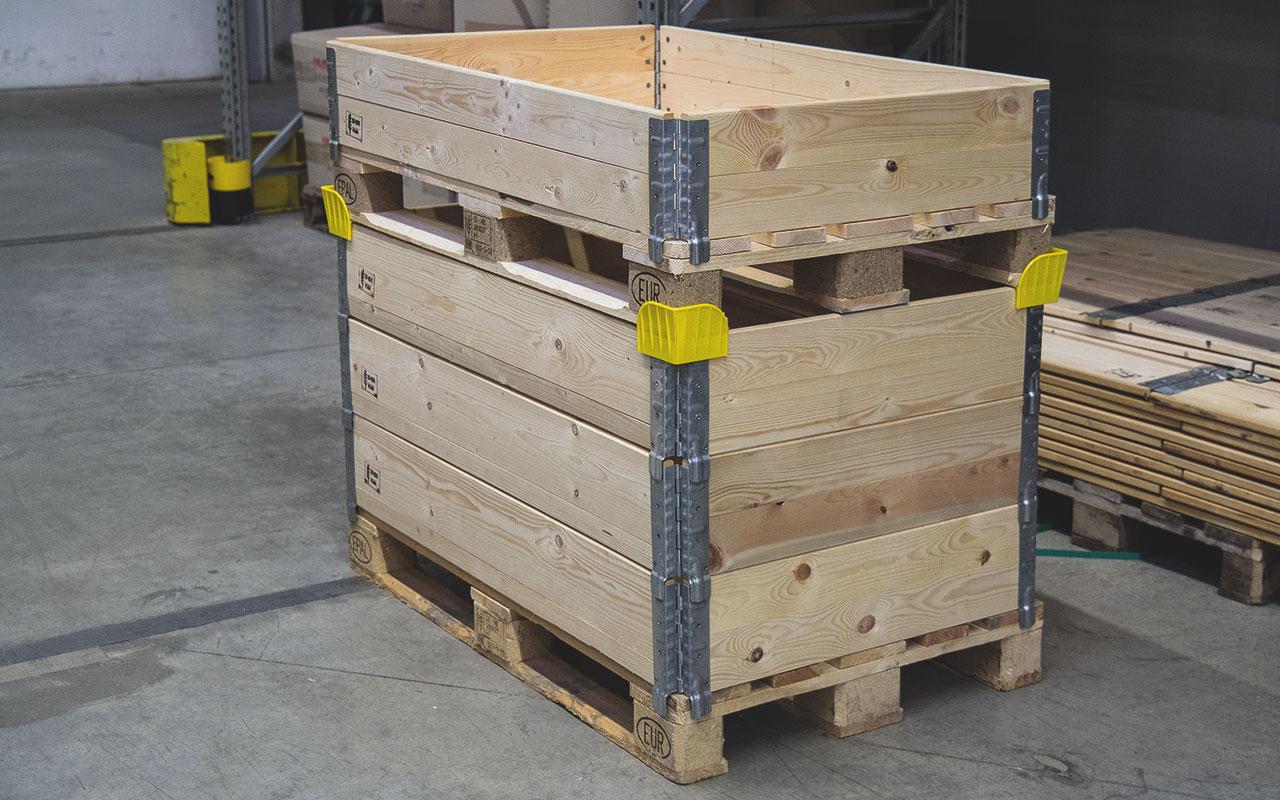 Der Rahmen ist stapel- und diagonal faltbar, daher platzsparend in der Lagerung und dazu noch wetterfest.