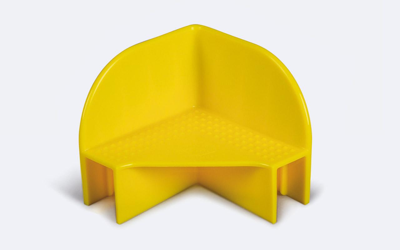 Praktisches Zubehör für Aufsatzrahmen sind unsere Stapelecken aus robustem PE, gelb durchgefärbt. Geeignet für Brettstärken bis 22 mm mit einer Tragkraft von 1.000 kg.